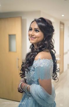 Delhi Ncr Weddings Delhi Ncr Weddings Best Site To &; Delhi Ncr Weddings Delhi Ncr Weddings Best Site To &; Hairstyles For Gowns, Messy Bun Hairstyles, Romantic Hairstyles, Loose Hairstyles, Bride Hairstyles, Mehendi, Engagement Hairstyles, Engagement Dresses, Reception Gown