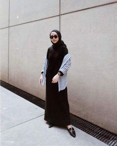 Hijab Dress Black 26 Best Ideas Source by fashion hijabFashion Hijab Dress Black 26 Best Ideas Source by fashion hijab Cute shirt from for my outer 🤓 Mega Iskanti ( Hijab Casual, Black Casual Outfits, Casual Dress Outfits, Hijab Chic, Casual Summer Dresses, Trendy Dresses, Modest Dresses, Nice Dresses, Dress Summer
