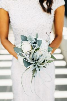 Gallery: Botanical winter bridal bouquet - Deer Pearl Flowers