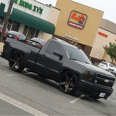 Clean 💯 Bagged Trucks, Lowered Trucks, Gm Trucks, Pickup Trucks, Chevy Silverado Single Cab, Single Cab Trucks, Lowrider Trucks, Truck Rims, Dropped Trucks