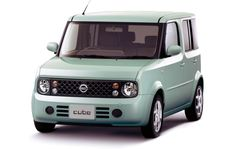 Nissan Cube Japan 2004. I love these older Cubes -- wish I could have one here!!