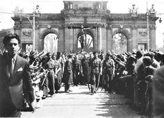 Efemérides de Madrid. 9 de Abril. El Cristo de la Victoria preside el altar bajo la Puerta de Alcalá.