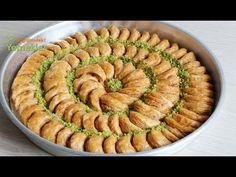Moon Baklava with 2 ornaments, easier than ever before - Bayram Baklavası Yummy Recipes, Best Dinner Recipes, Dessert Recipes, Yummy Food, Desserts, Turkish Baklava, Sweet & Easy, Turkish Recipes, Ethnic Recipes