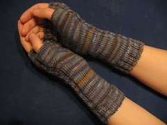 In this guide you learn to knit arm warmers. These keep their hands in . In this guide you learn to knit arm warmers. These keep your hands warm in the cold season. Unlike gloves, the fingers r. Casting On Stitches, Knitting Stitches, Baby Knitting, Knitted Gloves, Fingerless Gloves, Learn How To Knit, Needles Sizes, Hand Warmers, Knit Crochet