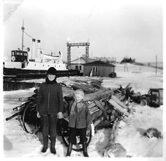 HAK I VESTRE MOLEKANT. Bogø Havn, ca. 1957. Man ser rundingen og indhakket i molekanten efter færgelejet. Rundingen ses også på Leo Sørensens foto fra 1959 i Pin ved siden af. Foto fra Lisbeth Caspersen.