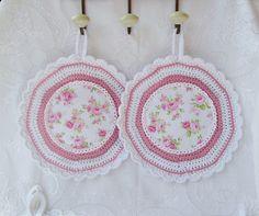 Rosa-weiße Romantik für die Küche - ein Hingucker und natürlich auch nur ein Topflappen-Einzelpaar und hergestellt in meiner Handarbeitsstube.