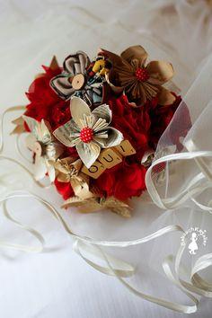 bouquet de mariée DIY fleurs en papier et tissu sur mlle dentelle, article de Mlle Mistinguett du 30.05.2013, le tuto est expliqué dans son article.