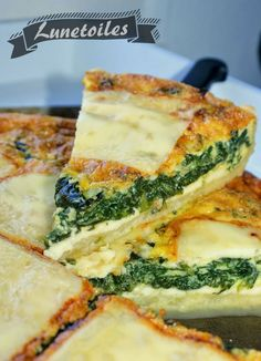 Spinach and Raclette Cheese Quiche Amour de cuisine Pizza Raclette, Side Dish Recipes, Veggie Recipes, Vegetarian Recipes, Quiches, Salty Foods, Savory Tart, Batch Cooking, Food Cakes
