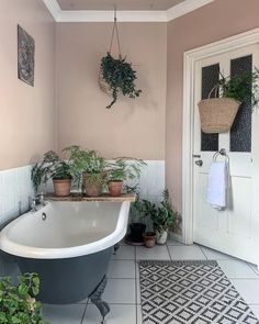 Image may contain: indoor Bad Inspiration, Bathroom Inspiration, Bathroom Design Small, Bathroom Colors, Downstairs Toilet, Red Rooms, Vintage Bathrooms, Bathroom Renos, Amazing Bathrooms