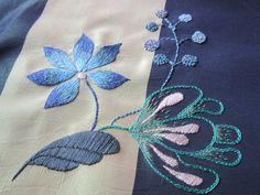 Vous êtes fleur bleue monsieur... broderie réalisée avec les points de : chaînette, noeud, tige, arrière et peinture à l aiguille, passé plat