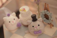kitty and Cat wedding cake topper #mochiegg #clay #kitten #handmadecaketopper #custom #cute #pet #animals #miniature  #dollhouse #cakedecoration #ネコ #brideandgroom #gato #chat #고양이