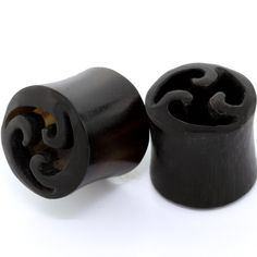 FreshTrends 00 Gauge (10mm) Triple Wave Carved Horn Saddle Plugs Organic Body Jewelry at FreshTrends.com