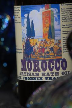 Morocco bath oil: The intoxicating perfume of exotic incenses wafting on warm desert breezes. Arabian spices wind through a blend of warm musk, carnation, red sandalwood and cassia.