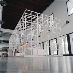 Smart Grid Gallery by Jaime Hayón - Dezeen Retail Interior, Interior Exterior, Salon Design, Shop Interior Design, Modular Cabins, Signage Display, Pop Up Market, Exhibition Booth, Exhibition Space