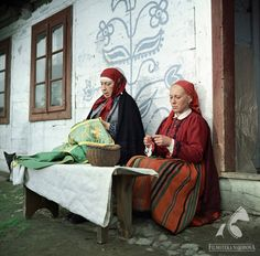 CHŁOPI dir. Jan Rybkowski (1973) Folk Costume, Costumes, Poland, Culture, Graphic Design, Couple Photos, Oc, Movies, Painting