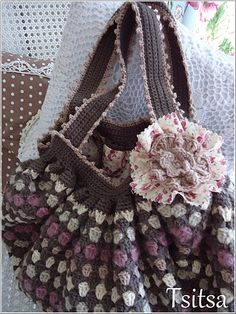 crochet bag...love the colour combination of the bag
