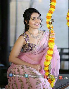 South Indian Actress Photo, Beautiful Indian Actress, Beautiful Actresses, Bollywood Stars, Bollywood Fashion, Bollywood Actress, Saree Fashion, Girl Photo Poses, Girl Photos
