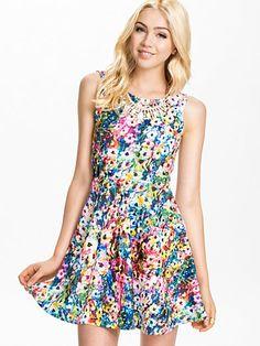 Geta Dress - Sisters Point - Flowers - Festklänningar - Kläder - Kvinna - Nelly.com