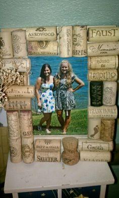 DIY wine cork picture frame Napa picture and corks Wine Craft, Wine Cork Crafts, Dyi Crafts, Wine Bottle Crafts, Crafts To Do, Home Crafts, Wine Bottles, Wine Cork Art, Wine Corks