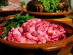 En klassisk rödbetssallad är ett måste till traditionella julbord. Den vackra salladen kompletterar många rätter till jul. Här hittar du receptet!