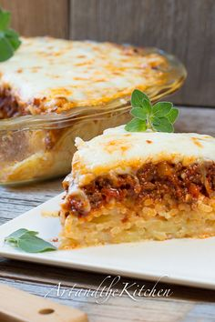 Low Unwanted Fat Cooking For Weightloss This Baked Spaghetti Pie Recipe Is Put Together With A Cheesy Spaghetti Crust, Delicious Layers Of Meat Sauce And Cottage Cheese Topped With Melted Cheese. Baked Spaghetti Pie, Spaghetti Pie Recipes, Cheesy Spaghetti, Olive Garden Spaghetti Pie Recipe, Spaghetti Squash Pie Recipe, Pasta Spaghetti, Pasta Recipes, Beef Recipes, Italian Recipes