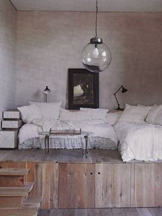 Cozy!! Love the light!