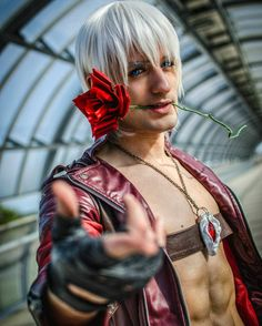 @team_leonchiro This party is getting crazy!!! 🍕 #Dante Sparda from Devil may cry series by @leonchiro 😎💙 He killing it🔥make sure to go and checkout his amazing work :*D (I hope you guys had an amazing time. I loved seeing all of the support and Dms 💙 you guys are amazing!) #Cosplay #cosplayers #artist #leonchiro #Italian #fanclub #nier #gamer #animes #addict
