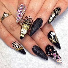 Black & gold cheetah print, chains & gemstones, stiletto nails, owl charm by DailyCharme. Who cares, just look at that owl. Sexy Nails, Dope Nails, Fancy Nails, Stiletto Nails, Fabulous Nails, Gorgeous Nails, Pretty Nails, Nail Charms, Creative Nails