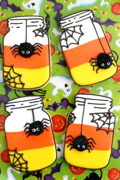 Pin for Later: halloween food cookies. These Candy Corn Mason Jar Cookies are adorable yet spooky and perfect for Halloween! Amy of BZ Bees Sweet Treats walks us through the steps to create them. Halloween Desserts, Halloween Cookie Recipes, Halloween Cookies Decorated, Soirée Halloween, Halloween Sugar Cookies, Halloween Mason Jars, Halloween Biscuits, Halloween Tutorial, Thanksgiving Cookies