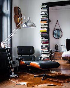 The Eames Lounge Chair and Ottoman - #chair #muno #eameschair #interiordesign…