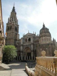 Toledo, la catedral Historical Architecture, Amazing Architecture, Toledo Cathedral, Madrid, Toledo Spain, Beautiful Castles, Kirchen, Spain Travel, Around The Worlds