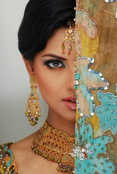 Indian Bridal Maquillage- Oh So Soft & Striking! Posted by Soma Sengupta Beautiful Indian Brides, Beautiful Bride, Beautiful Soul, Beautiful People, Beautiful Women, Ethno Style, Beauty And Fashion, Exotic Beauties, Indian Bridal