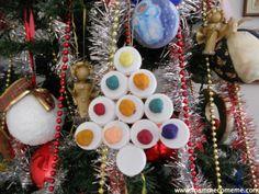 Mamme come me: Natale: Albero di Natale con i tappi ! Per fare un alberello di Natale all'ultimo minuto riciclando i tappi di plastica.