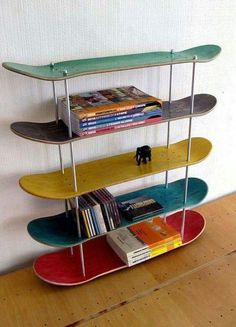Shelves create useful storage space, but they can also transform blank walls into gorgeous displays. Whether you need something for storage or you want to add a bit to your decor, shelves are the right solution. Skateboard Shelves, Skateboard Room, Skateboard Furniture, Room Ideas Bedroom, Decor Room, Diy Home Decor, Bedroom Decor, Bedroom Storage, Bedroom Shelves