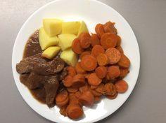 Kančí na cibuli, dušená mrkev, brambory