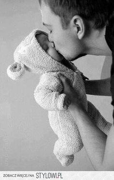 papa et bebe; my heart melts. Little Babies, Little Ones, Cute Babies, Men And Babies, Foto Newborn, Newborn Photos, Baby Newborn, Foto Baby, Jolie Photo
