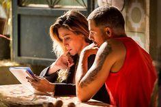 """Em """"A Regra do Jogo"""", Juliano flagra Zé Maria com a facção: """"É um bandido"""" #Briga, #Celebridades, #Clima, #Diretor, #Futebol, #Globo, #Netflix, #Novela, #Reality, #Record, #RodrigoSantoro, #True, #VerdadesSecretas http://popzone.tv/2015/11/diretores-de-novela-no-so-deuses-2/"""