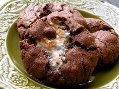 Fields Chocolate Marshmallow Clouds - these are delightful! One of my favs! Chocolate Cloud Cookies Recipe, Cloud Cookie Recipe, Chocolate Marshmallows, Brownie Recipes, Chocolate Recipes, Cookie Recipes, Köstliche Desserts, Delicious Desserts, Dessert Recipes
