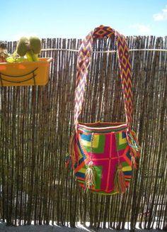 À vendre sur #vintedfrance ! http://www.vinted.fr/sacs-femmes/sac-a-main/23756538-mochila-bag-sac-sceau-tisse-main-piece-unique-multicolor-rose-jaune-pompon