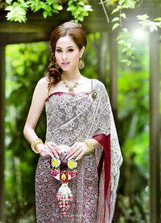 ✿ Thai women and Thai Traditional dress . ( Khawn Usamanee )
