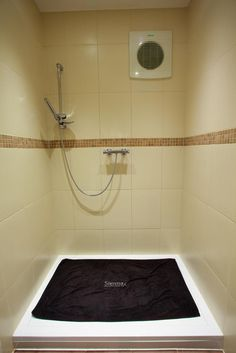 spray tanning room INCREDIBLE IDEA!!!!!!!!!  NO mess, easy clean and a room that cant be ruined!