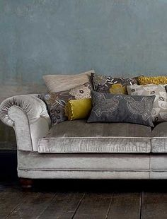 i really really really want a grey velvet couch - Home Decorating Magazines Living Room Grey, Living Room Sofa, Home And Living, Living Room Decor, Living Spaces, Living Rooms, Velvet Couch, Sofa Couch, Velour Sofa