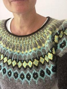 Sùilean Sweater Knitting pattern by Sylvie Polo Fair Isle Knitting, Knitting Yarn, Knitting Sweaters, Crochet Yarn, Crochet Hooks, Icelandic Sweaters, Lang Yarns, Paintbox Yarn, Yarn Brands