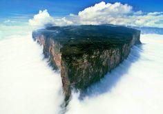 Braziliya və Venesuela qovşağındakı Rorayma dağları