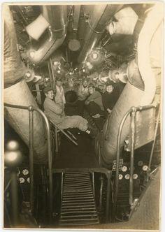 7.「沈んでいく艦に敬礼を…」爆破直前の伊53 1946年4月1日 / Japanese submarine I-53 (before blasting disposal) Nagasaki, April 1946