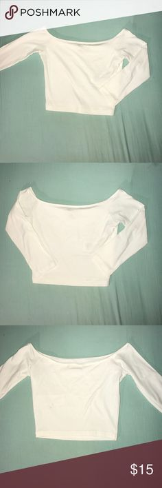 NEVER WORN Hollister Crop Top 3/4 sleeve i never got a chance to wear this all white Hollister Crop Top with a 3/4 sleeve because it was a size too small :( great for a simple look at parties or going out. Hollister Tops Crop Tops