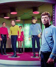 Star Trek the original. It was the way to escape the high school dramas. Star Trek 1966, Star Trek Tv, Star Trek Original Series, Star Trek Series, Science Fiction, Video Clips, Cinema, Starship Enterprise, William Shatner