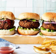 20 Quick And Easy Meals For College Students - Society19 Burger Recipes, Appetizer Recipes, Grilled Vegetables, Veggies, Vegan Chickpea Burger, Brown Rice Cooking, Best Veggie Burger, Vegan Patties, Salads