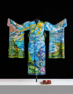 Kimono made from woven Glass by Erick Markow and Tom Morris Summer-Zenith-Kimono- Front They begain weaving glass at the beginning of the 21 century. Both have Science Degrees.