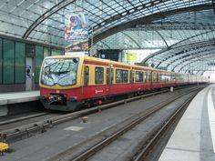 Drei ET 481 der S-Bahn Berlin als S 75 Berlin-Spandau